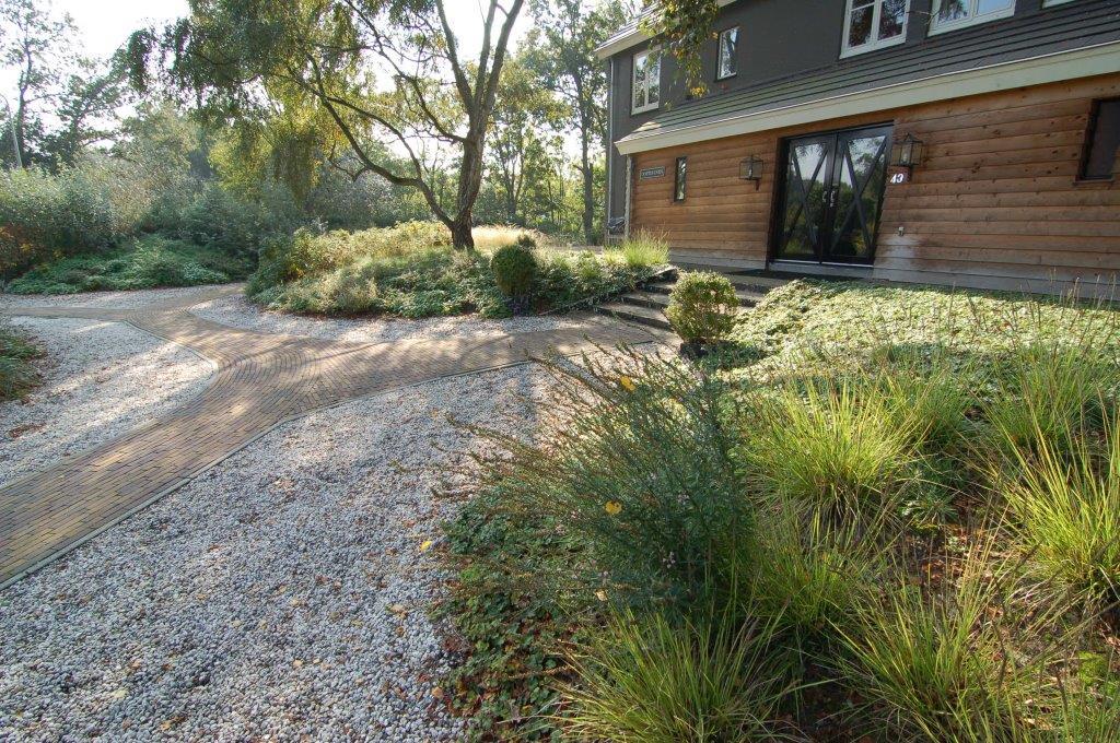 Ontwerp voor een grote tuin met zwemvijver in wassenaar for Ontwerp voortuin met parkeerplaats